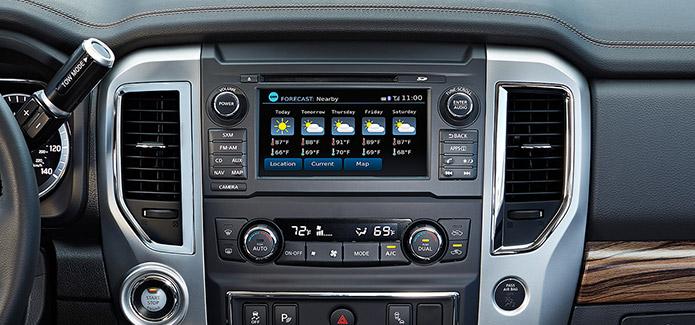 TITAN® Gas SL Crew Cab Rockford Fosgate<sup>®</sup>-powered AM/FM/CD ...